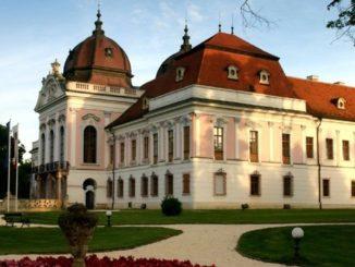 korolevskij-dvorec-v-gyodellyo-326x245