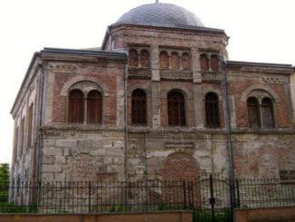 shopron-staraya-sinagoga-326x245