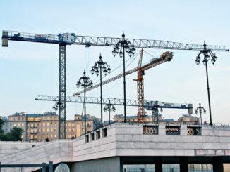 raimondi-predstavlyaet-novyj-18-tonnyj-kran-326x245